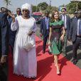 La reine Letizia d'Espagne et la première dame Marieme Faye arrivent à la cérémonie de bienvenue de la reine à Dakar, à l'occasion de son voyage officiel au Sénégal. Le 12 décembre 2017.