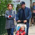 """""""Exclusif - Rose Byrne et son compagnon Bobby Cannavale se promènent avec leur fils Rocco à New York le 15 mai 2017."""""""
