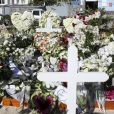 Illustration de la tombe fleurie de Johnny Hallyday au cimetière de Lorient sur l'Ile Saint-Barthélemy le 11 décembre 2017. La tombe est ornée du traditionnel coeur de Saint-Barth' en pierre pour l'éternité.
