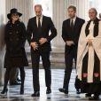 La duchesse Catherine de Cambridge, enceinte, le prince William et le prince Harry ont assisté en la cathédrale Saint Paul de Londres le 14 décembre 2017 à la messe donnée à la mémoire des victimes de l'incendie de la Tour Grenfell, survenu le 14 juin 2017.