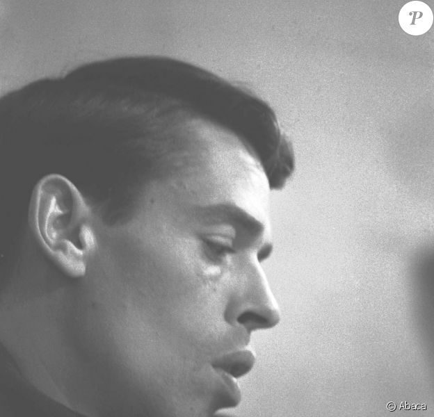 Jacques Brel avant un concert à l'Olympia, en 1961