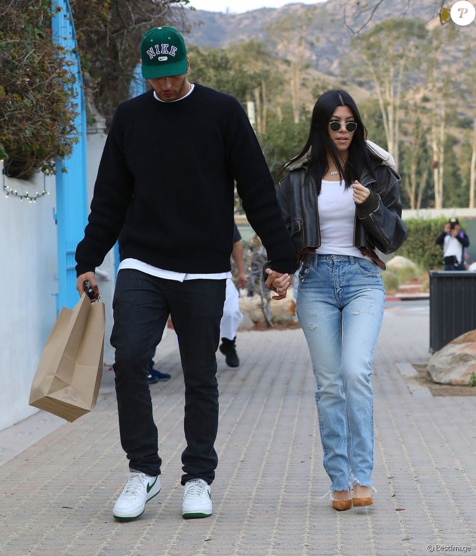 Younes Bendjima et Kourtney Kardashian. Los Angeles, le 23 décembre 2017.