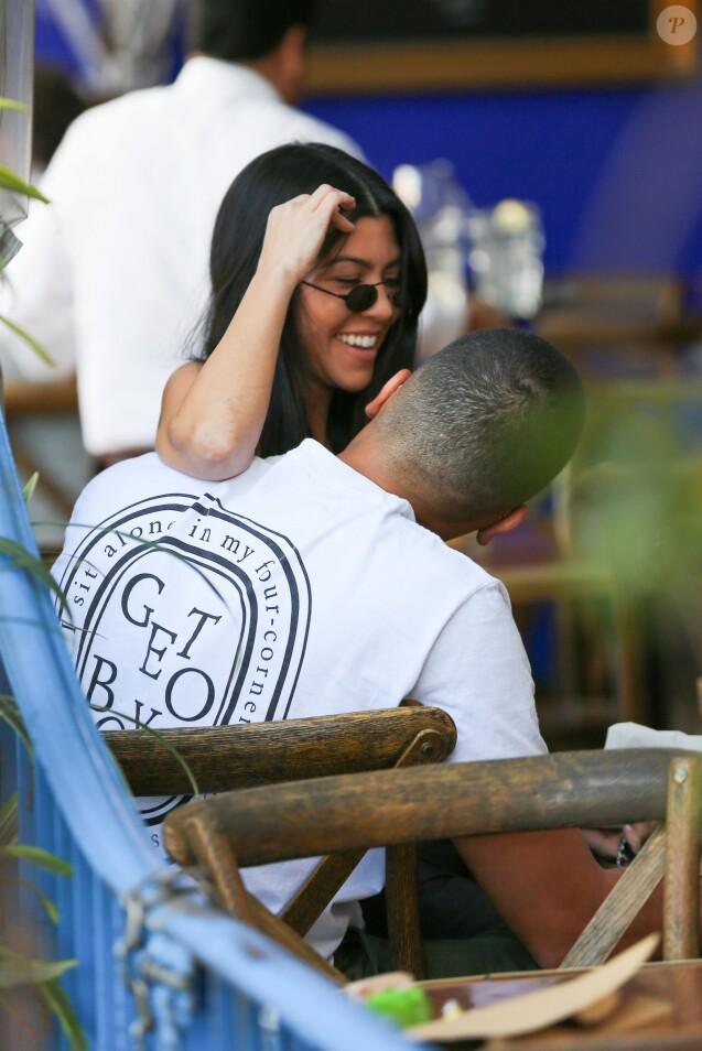 Kourtney Kardashian et Younes Bendjima à Los Angeles. Le 12 décembre 2017.