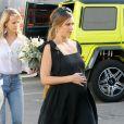 Jessica Alba, enceinte, couverte de fleurs et de cadeaux par ses amies lors de sa baby shower chez Ladurée à Beverly Hills, le 9 décembre 2017.