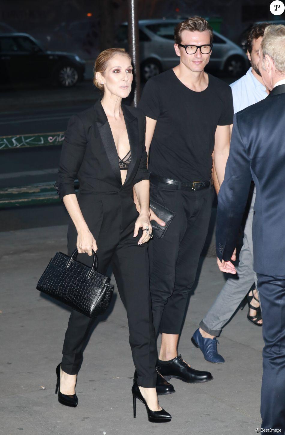 Céline Dion quitte le l'hôtel Royal Monceau et va dîner en compagnie de son danseur Pepe Munoz au restaurant Manko à Paris le 21 juillet 2017.