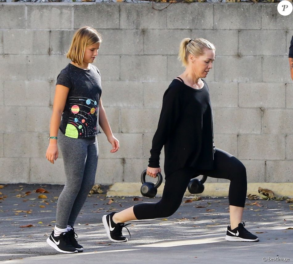 Jennie Garth et sa fille Fiona prennent un cours de fitness à Los Angeles, le 2 janvier 2018.