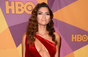 Blanca Blanco sulfureuse en rouge aux Golden Globes: