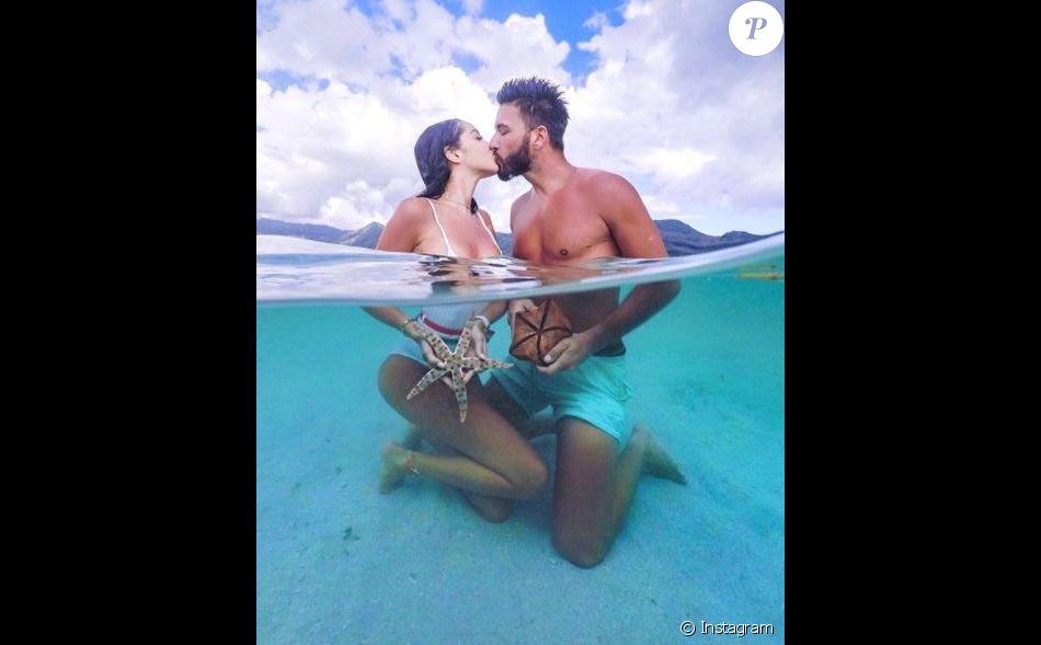 Nabilla profite de ses vacances de rêve avec son amoureux Thomas Vergara à l'île Maurice pour les fêtes de fin d'année 2017.