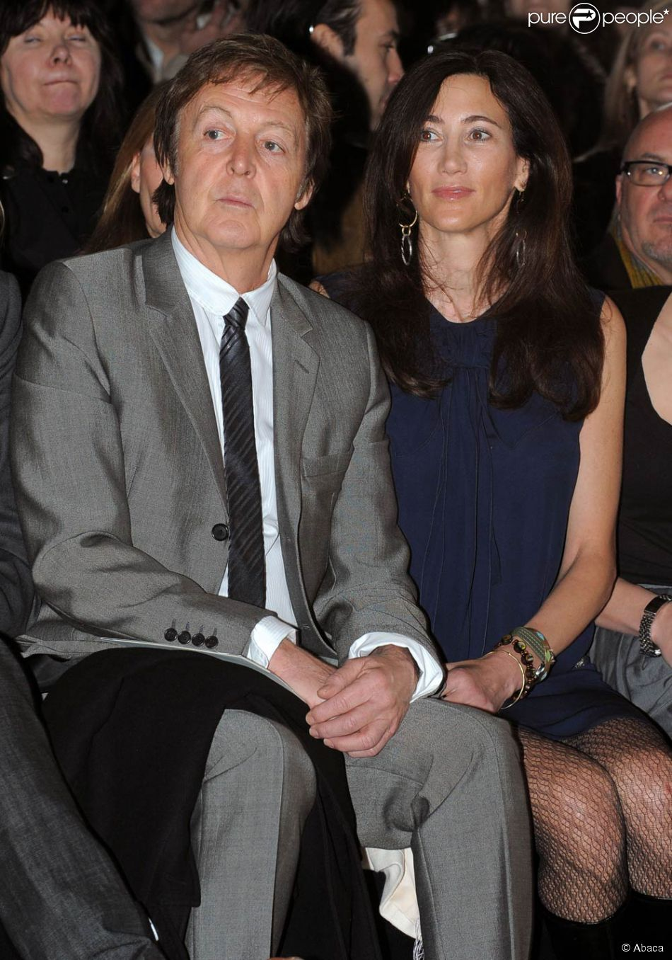 paul mccartney et sa femme assitent au d fil stella mccartney paris le 9 mars 2009 purepeople. Black Bedroom Furniture Sets. Home Design Ideas