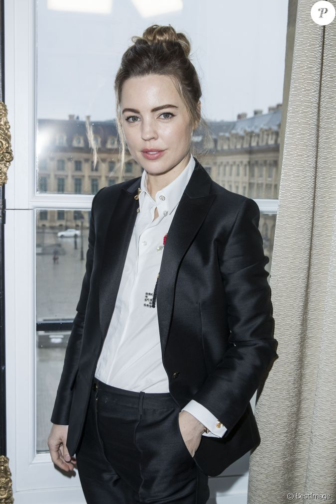 Melissa George D Fil De Mode Maison Schiaparelli