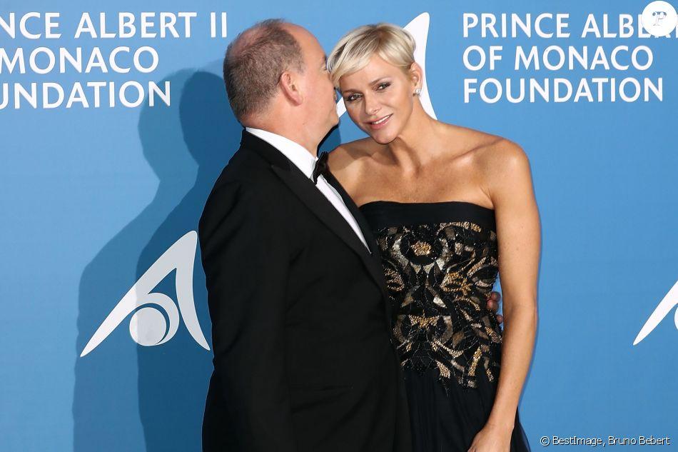 """Le prince Albert II de Monaco et la princesse Charlene lors du 1er """"Gala pour l'Océan de Monte-Carlo"""" sur les terrasses de l'Opéra à Monaco le 28 septembre 2017. © Bruno Bebert/Bestimage"""