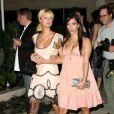 Paris Hilton et Kim Kardashian à Los Angeles. Juin 2006.