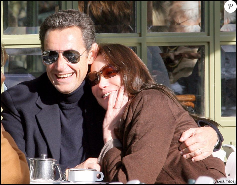 """NICOLAS SARKOZY ET SA FEMME CARLA BRUNI ACCOMPAGNES DE MAURIZIO REMMERT, PERE DE CARLA ET DE SA FEMME MARCIA DE LUCA SONT ALLES SE PROMENER EN FORET AVANT DE PRENDRE UN CAFE A LA FLOTILLE. LE COUPLE A PASSE LEUR PREMIERE NUIT DANS LA RESIDENCE """"LE PAVILLON DE LA LANTERNE"""". 03/02/2008 - Versailles"""
