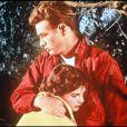 """James Dean et Natalie Wood sur le tournage de """"La fureur de vivre"""" en 1955."""
