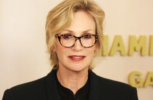 Jane Lynch (Glee) réagit au suicide de Mark Salling:
