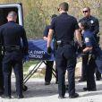 Le corps de l'acteur Mark Salling est transporté à la morgue par la police quelques heures après sa découverte près d'un terrain de baseball à quelques minutes de chez lui à Sunland. Le 30 janvier 2018