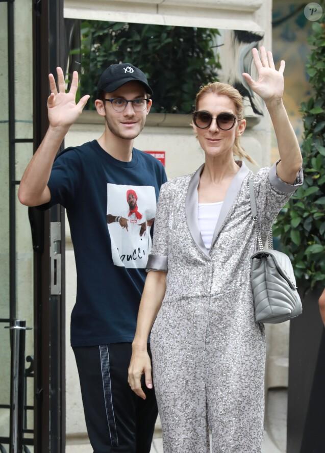 Céline Dion et son fils René-Charles quittent l'hôtel Royal Monceau et se rendent chez Louis Vuitton sur les Champs-Elysées à Paris le 19 juillet 2017.