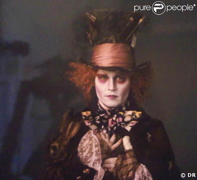 """Les premières images de... """"Alice aux pays des merveilles"""", de Tim Burton, qui mêle images 3-D et prises de vue réelles !"""