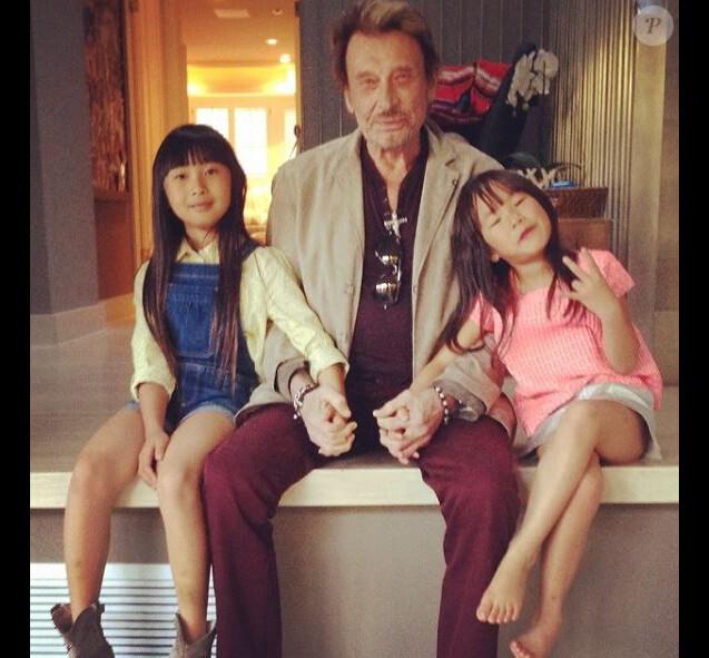 Johnny Hallyday avec ses filles Jade et Joy sur Instagram, le 14 avril 2014.