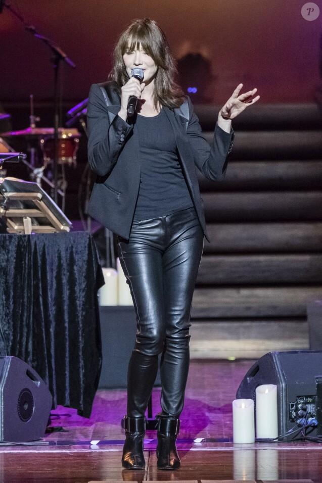 Carla Bruni-Sarkozy en concert au palais de la musique catalane à Barcelone, Espagne, le 12 janvier 2018.
