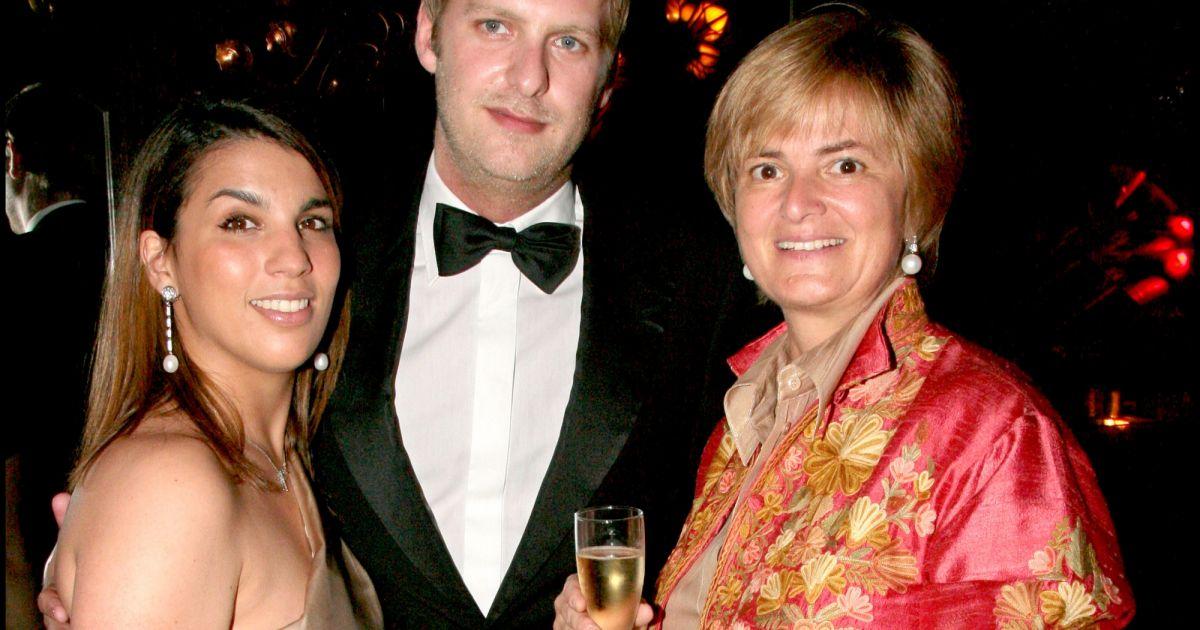 le prince carlos von hohenzollern en juin 2007 chez maxim 39 s paris avec sa fianc e salima. Black Bedroom Furniture Sets. Home Design Ideas