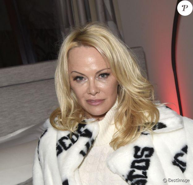 Pamela Anderson est l'égérie de la nouvelle campagne de la marque GCDS à Milan le 22 février 2018.
