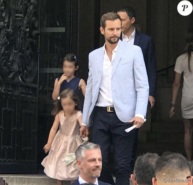 Marc-Olivier Fogiel avec son mari François Roelants et leurs filles Lily et Mila - Bruno Julliard (premier adjoint à la Maire de Paris chargé de la Culture, du patrimoine, des métiers d'art, des relations avec les arrondissements et de la nuit) s'est marié avec Paul Le Goff à la mairie du 10e arrondissement de Paris, le 8 juillet 2017.
