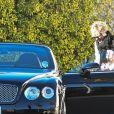 Exclusif - Sharon Stone trébuche dans la rue à la sortie d'un déjeuner entre amis au restaurant The Grill à Beverly Hills, le 25 février 2018