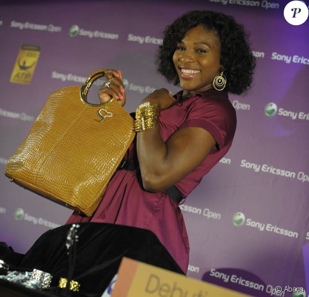 Serena Williams, la star du tennis, vous présente ses bijoux et accessoires.