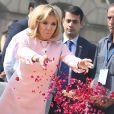 Le président Emmanuel Macron et sa femme Brigitte lors de la cérémonie d'hommage à Gandhi au mémorial Raj Ghat à New Dehli le 10 mars 2018. Le président et sa femme sont en visite d'Etat en République de l'Inde du 9 au 12 mars 2018. © Dominique Jacovides / Bestimage