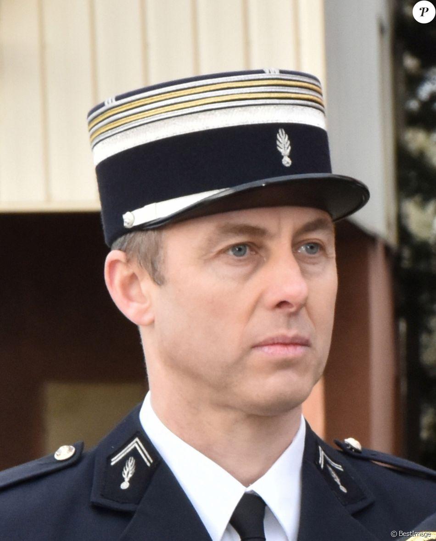 Portrait du lieutenant-colonel Arnaud Beltrame, qui a succombé, dans la nuit du 23 au 24 mars, à ses blessures, suite à l'attaque terroriste du supermarché à Trèbes (Aude), le vendredi 23 mars 2018