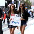 Kaia Gerber et Charlotte Lawrence - Les célébrités et des centaines de milliers de manifestants protestent contre les armes à feu (March For Our Lives) à Los Angeles, le 24 mars 2018