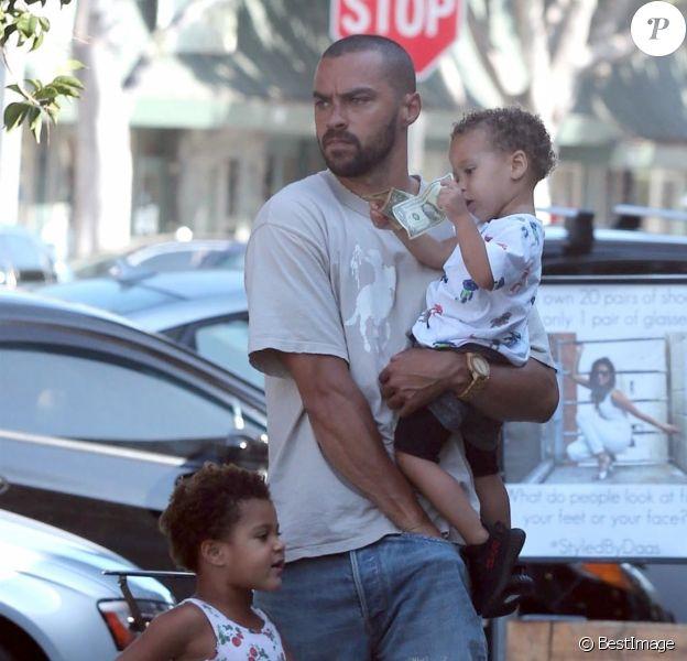 Exclusif - L'acteur Jesse Williams est allé déjeuner avec ses enfants Sadie et Maceo. Le 21 juillet 2017.