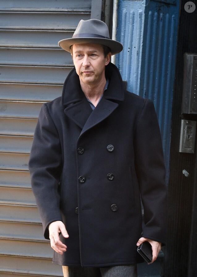 """Edward Norton sur le tournage de """"Motherless Brooklyn"""" à New York le 15 février 2018."""