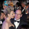 Charlene Wittstock et Albert II de Monaco très collés-serrés, lors du 55e Bal de la Rose, à Monaco, le 28 mars 2009 !