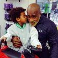 Teddy Riner chez le coiffeur avec son fils Eden, 2 ans et demi. Photo publiée sur Instagram le 14 mars 2017.