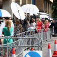 Image de l'effervescence populaire et médiatique aux abords de la maternité de l'hôpital St Mary à Londres le 22 juillet 2013 lors de la naissance du prince George de Cambridge.