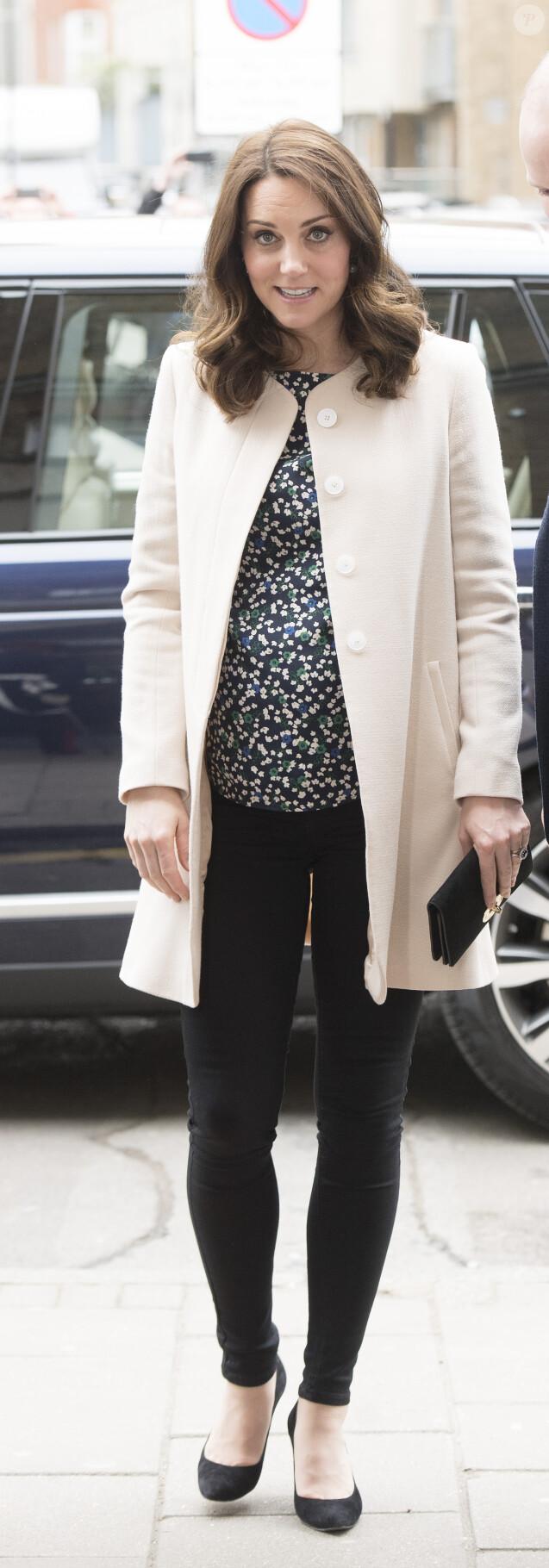 La duchesse Catherine de Cambridge, enceinte, à Londres le 22 mars 2018 lors de son dernier engagement officiel avant le début de son congé maternité.