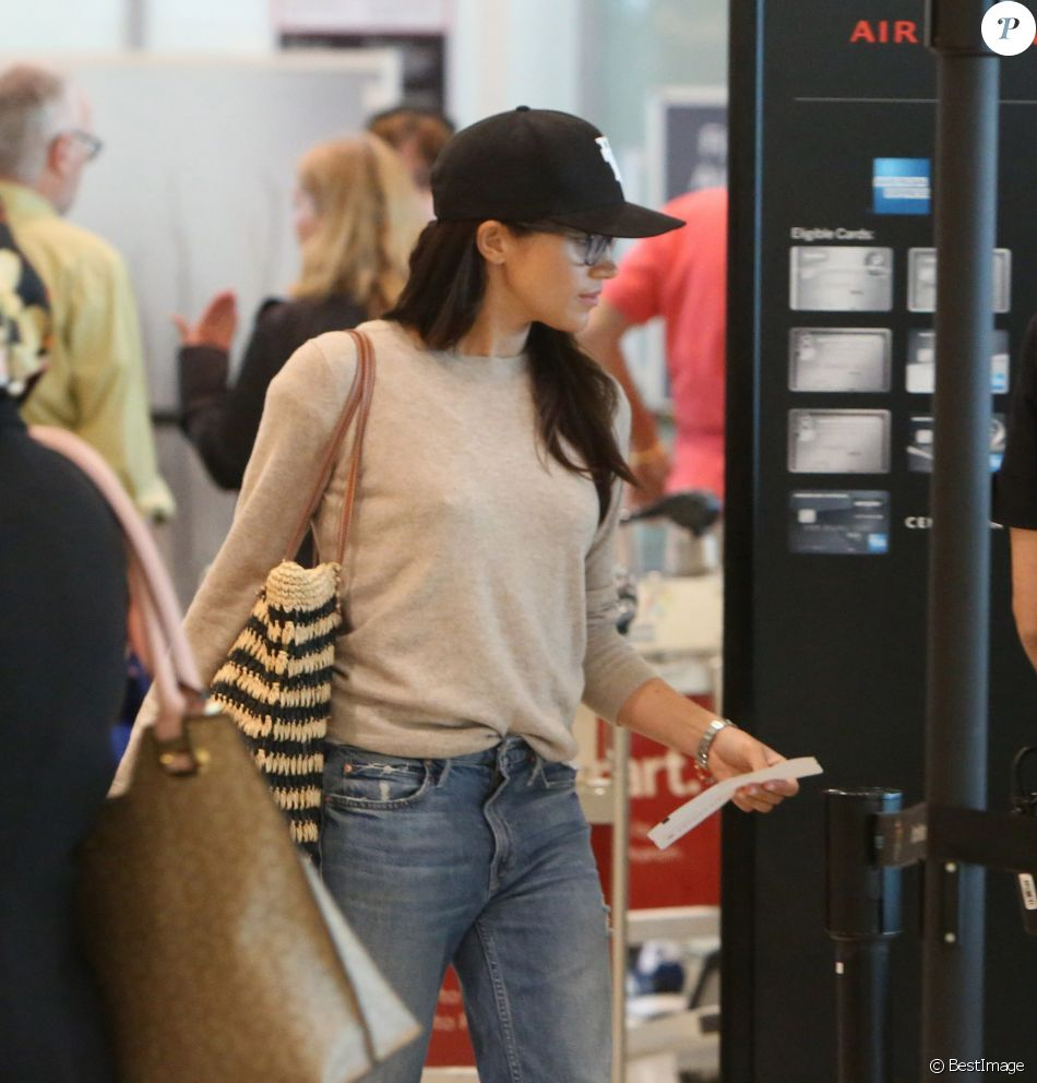 Exclusif - Meghan Markle à l'aéroport de Toronto au Canada le 25 juin 2017, prête à embarquer à bord d'un vol pour Londres.