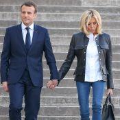 Emmanuel Macron main dans la main avec Brigitte, coquette en cuir et jeans