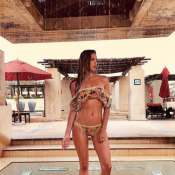Iris Mittenaere en bikini à Dubaï : La douche sensuelle de Miss Univers 2016