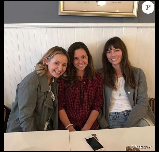 Beverley Mitchell, Mackenzie Rosman et Jessica Biel posent ensemble sur Instagram le 9 février 2017.