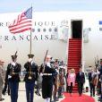 Cérémonie d'accueil - Le président Emmanuel Macron et sa femme Brigitte Macron (Trogneux) arrivent aux Etats-unis pour une visite d'état de trois jours sur la base aérienne d'Andrews dans le Maryland le 23 avril 2018.