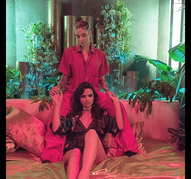 """Kehlani dans le clip de """"Done For Me"""", de Charlie Puth. Avril 2018."""