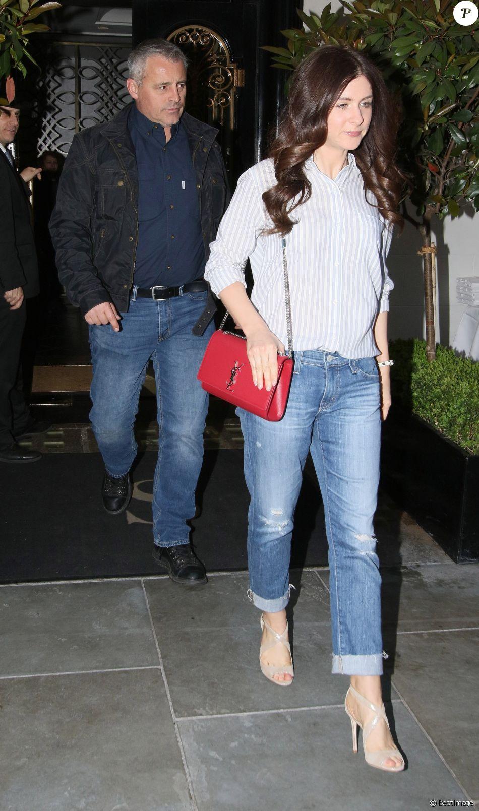 Matt LeBlanc et sa compagne Aurora Mulligan à la sortie du restaurant Scott's à Londres, le 23 avril 2018.