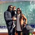 Tony Parker et sa femme Axelle avec leurs fils Josh (dans les bras de papa) et Liam (dans sa poussette) aux studios Universal à Los Angeles en février 2017.