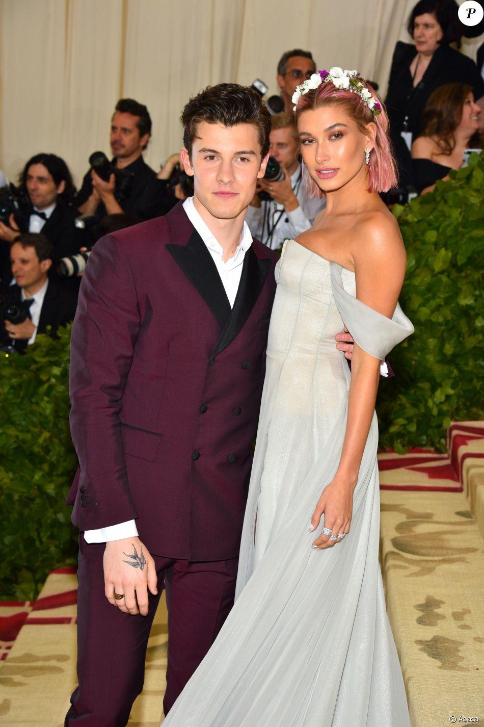 Shawn Mendes et Hailey Baldwin sur le tapis rouge du Met Gala à New York, le 7 mai 2018.