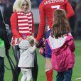 Antoine Griezmann, sa femme Erika Choperena et leur fille Mia après la finale de la Ligue Europa, l'Olympique de Marseille contre l'Atlético de Madrid au stade Groupama à Decines-Charpieu banlieue de Lyon, France, le 16 mai 2018.