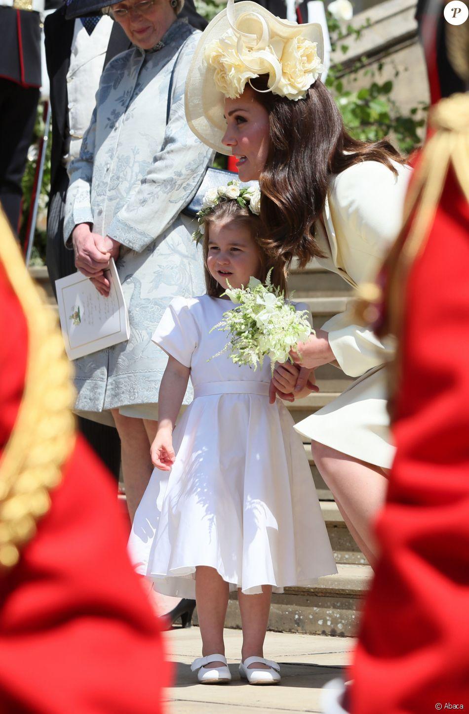 Kate Middleton, la duchesse de Cambridge, et sa fille, le princesse Charlotte, arrivent à la chapelle St George au château de Windsor pour le mariage du prince Harry et de Meghan Markle, le 19 mai 2018.