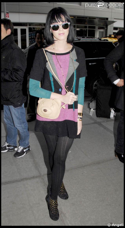 Katy Perry, de retour à son hôtel de Manhattan, après une journée de shopping et avant son dernier concert new-yorkais, le 8 avril 2009 !